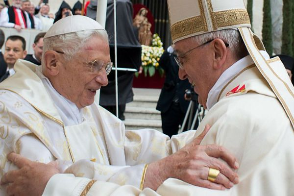 Rzecznik Watykanu: mało prawdopodobne, by papieże oglądali razem mecz