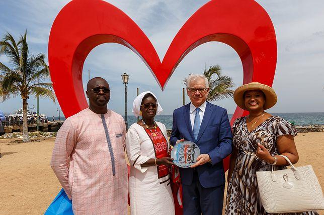 Szef MSZ Jacek Czaputowicz otworzył ambasadę Polski w Senegalu. Na zdjęciu podczas spotkania na wyspie Gorée, na której był największy handel niewolnikami w Afryce.