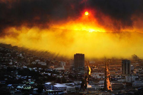 Pożar w Chile zniszczył ok. 150 domów, trwa ewakuacja ludności