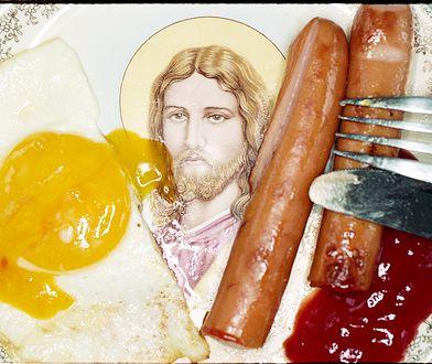 """Jezus w jajkach. Obrazoburcza wystawa """"¥€$U$"""" w Leica 6x7 Gallery"""
