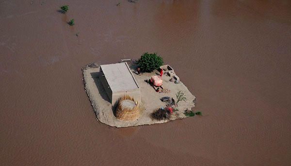 200 tysięcy ludzi odciętych od świata przez powódź
