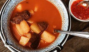 Zupa gulaszowa, czyli tradycyjne węgierskie danie