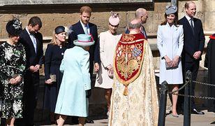 Rodzina królewska na wielkanocnym nabożeństwie