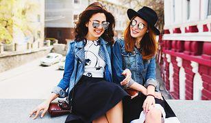 Zawsze modna kurtka. Jeansowe modele, które odejmują lat