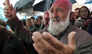 Krymscy Tatarzy modlą się podczas obchodów 70. rocznicy stalinowskich deportacji tej ludności