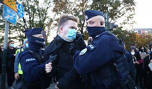 Według wielu osób, policja zachowywała się agresywnie wobec protestujących