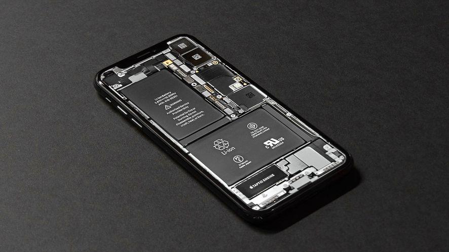 Spowalnianie starszych iPhone'ów można już wyłączyć w nowej wersji iOS-a