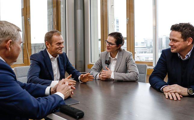 """Donald Tusk spotkał się z Aleksandrą Dulkiewicz i Rafałem Trzaskowskim. """"Jak zwykle ciekawa rozmowa"""""""