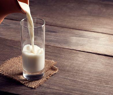 Kazeina micelarna jest produktem pochodzenia naturalnego. Pozyskuje się ją w wyniku procesu mikrofiltracji mleka.