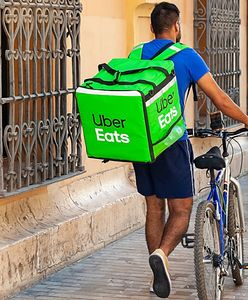 Co kupują Polacy przez Uber Eats? Na pierwszym miejscu są... hot dogi