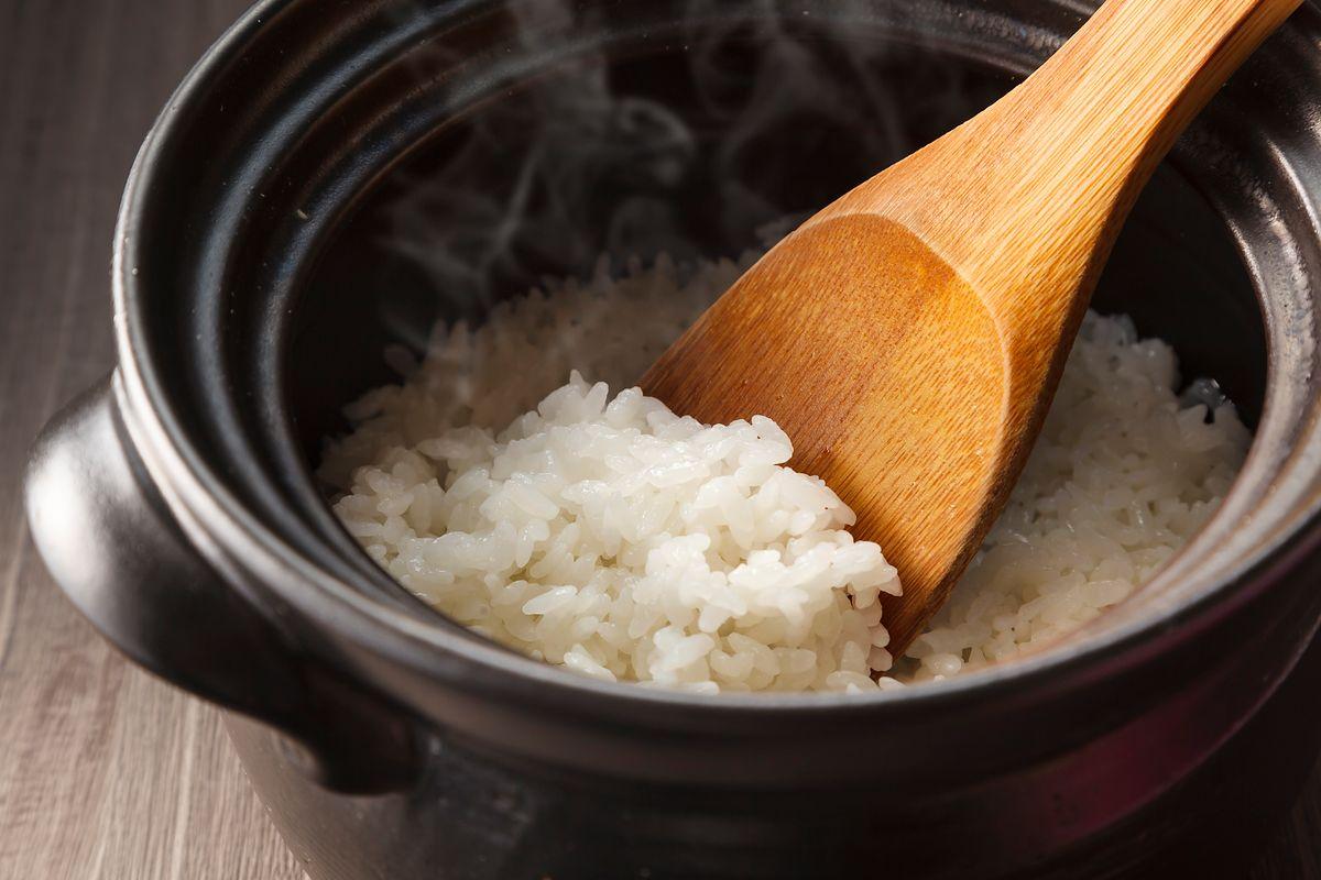 Nie podgrzewaj ryżu, bo się zatrujesz. Naukowcy udowadniają