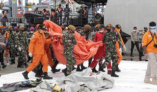 Indonezja. Katastrofa Boeinga 737. Wydobyto ludzkie szczątki
