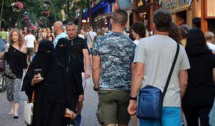 Widok kobiet ubranych w burki budzi już coraz mniejsze zdziwienie