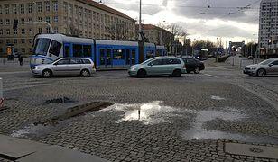 Do wykolejenia tramwaju doszło w piątek, około godziny 15:30 przy placu Grunwaldzkim.