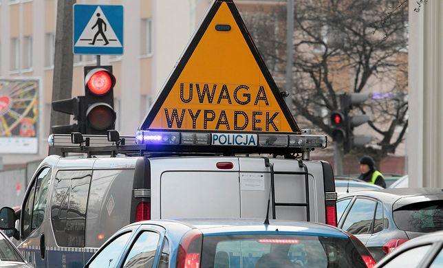 Wypadki i awaria wodociągu we Wrocławiu, kierowców czekają utrudnienia w ruchu.