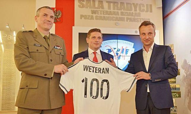 """Legia Warszawa w hołdzie powstańcom stworzy """"Trybunę Weterana"""""""