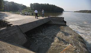 Warszawa. Henryk Kowalczyk uważa, że awaria oczyszczalni ścieków Czajka i wyciek nieczystości do Wisły jest katastrofą ekologiczną
