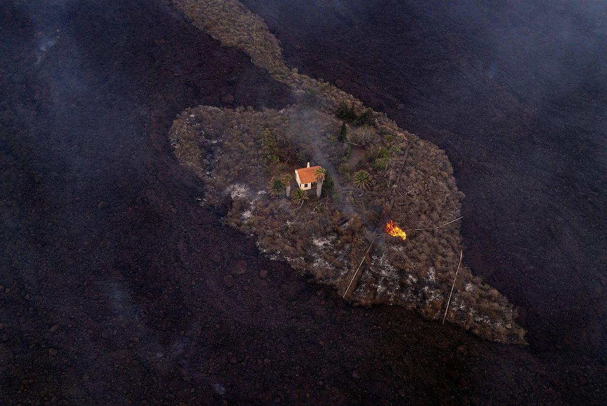 La Palma. Samotny dom otoczony przez morze lawy. Dramat w raju