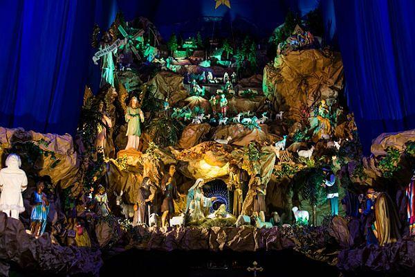 Uchodząca za jedną z największych w Europie i największą w Polsce szopka bożonarodzeniowa w kościele św. Franciszka Serafickiego w Poznaniu