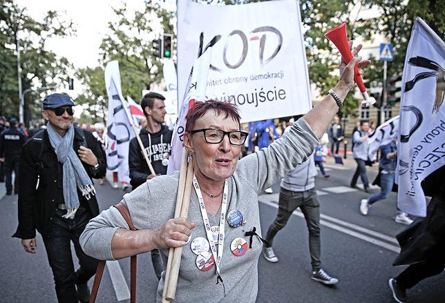 W KOD wciąż trwa spór o afery wokół Mateusza Kijowskiego