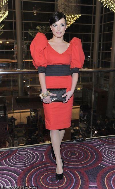 Czerwona sukienka na kilka sposobów