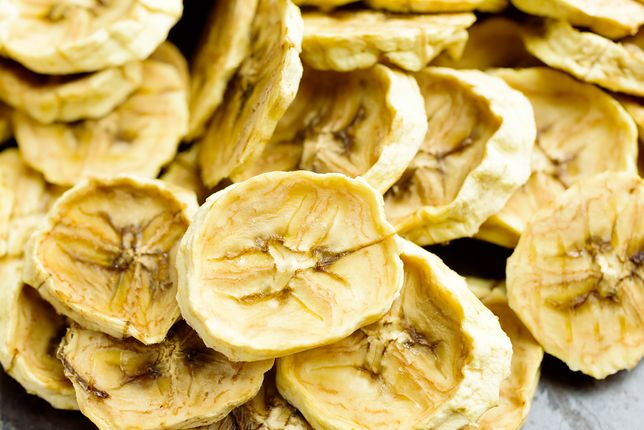 Suszone banany świetnie sprawdzą się jako składnik porannego muesli, granoli czy płatków śniadaniowych