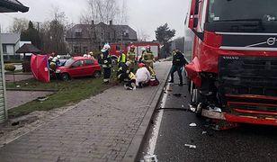 Łubnice. 19-latka wjechała autem wprost pod tira