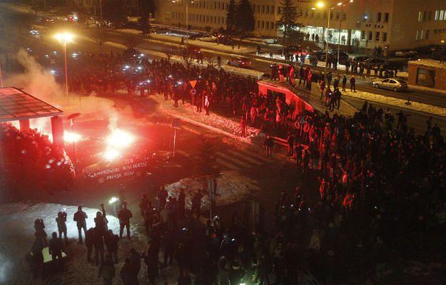 Górnicy demonstrujący przed siedzibą Jastrzębskiej Spółki Węglowej - 03.02.2015 r.