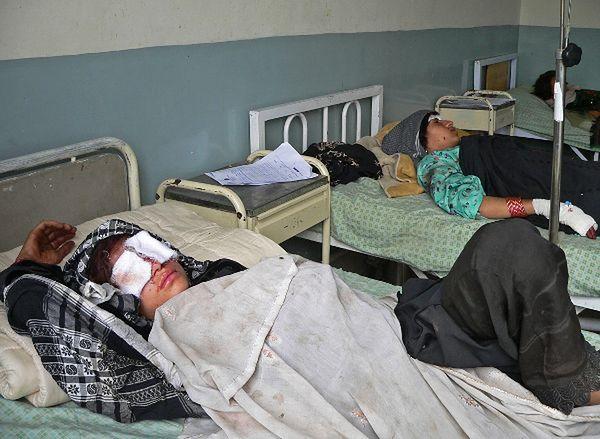 Afgańczycy ranni w nalocie NATO; wrzesień 2012 r.