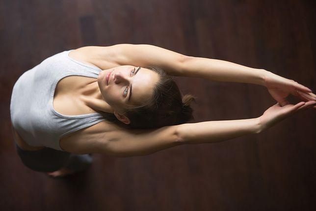 Joga kundalini to system ćwiczeń, które pozwalają na odstresowanie się i zrelaksowanie ciała.