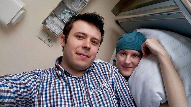 """Ewa Przybyło z mężem. Zdjęcie udostępnione na stronie """"Pomoc dla mojej walczącej z rakiem żony i małego Ragnarka"""""""