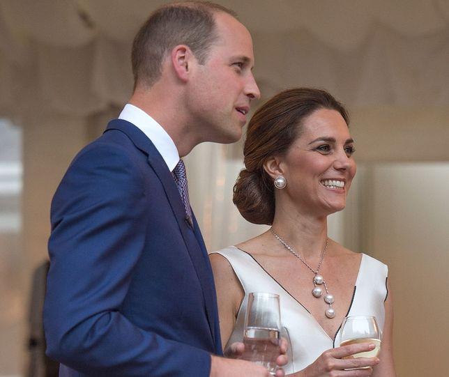"""""""Vogue"""" zachwycony sukienką księżnej Kate!"""