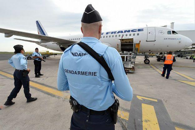 Francuska żandarmeria na lotnisku w Montpellier