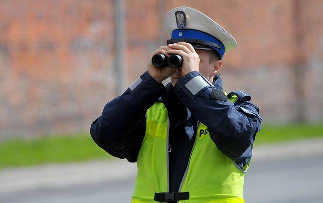 Policjanci sprawdzają jazdę kierowców tirów także na dwupasmowych trasach w miastach