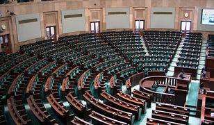 Na subwencje mogą liczyć zarówno partie, które weszły do Sejmu, jak i KORWiN, Razem i Zjednoczona Lewica, którym się to nie udało. Poza publicznym finansowaniem jest Kukiz'15.