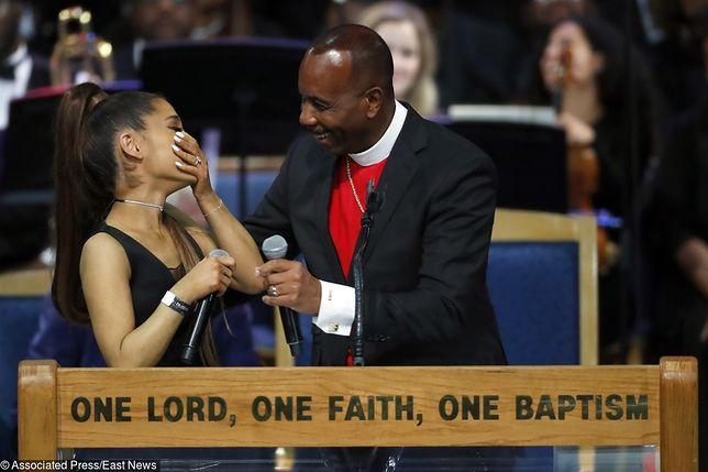 Arianda Grande molestowana podczas pogrzebu Arethy Franklin. Pastor przekroczył granicę dobrego smaku