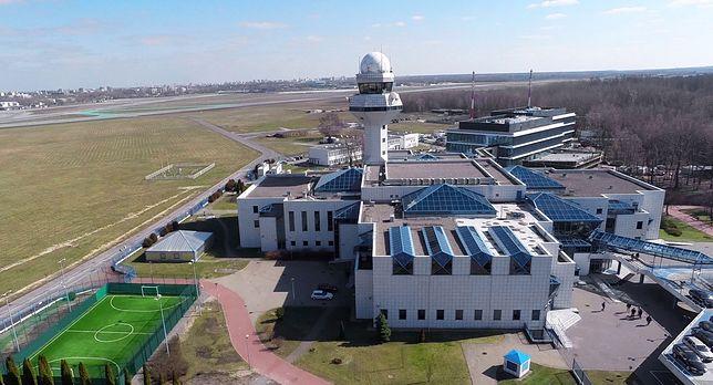 Warszawa. Wieża kontroli lotów na lotnisku Chopina