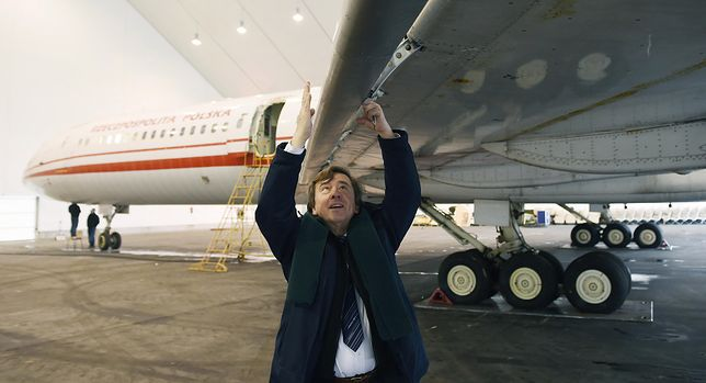 Grzebali przy lewym skrzydle feralnego Tupolewa