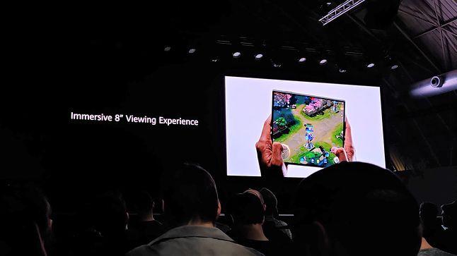 Huawei Mate Xs po rozłożeniu oferuje ekran o przekątnej 8 cali, fot. Piotr Urbaniak.