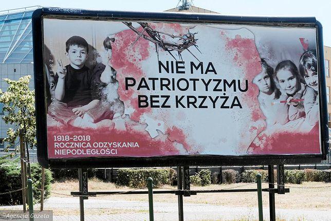 Tak wygląda baner ustawiony przez Katolicką fundację na ulicach Poznania.