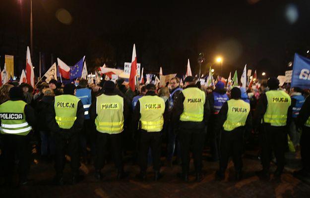 Demonstracja przed Sejmem, 16 grudnia 2016 r.