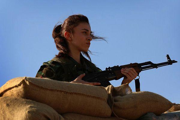 Kurdyjki kontra Państwo Islamskie. Jak armia kobiet walczy z dżihadystami?