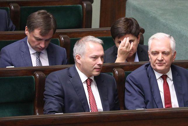 Spór w Porozumieniu oczami wyrzuconych członków partii