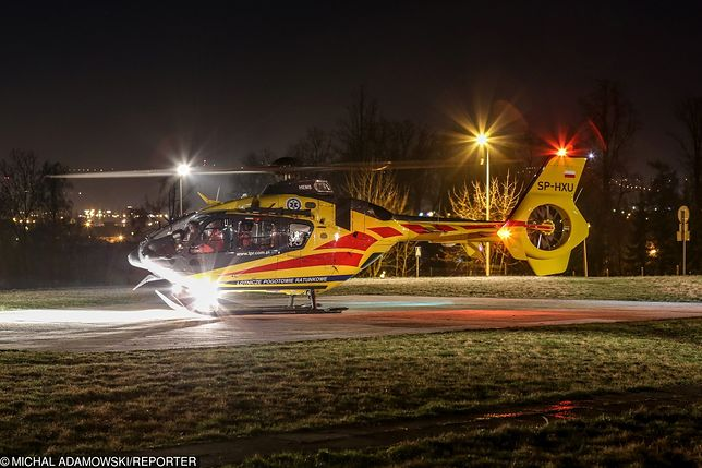 67-latka przetransportowano helikopterem