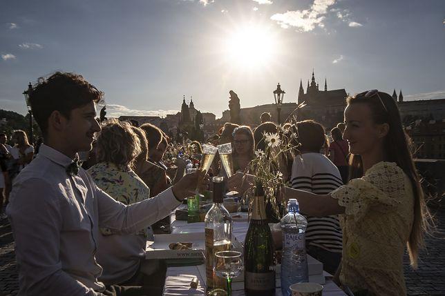 Wielkie świętowanie na Moście Karola w Pradze