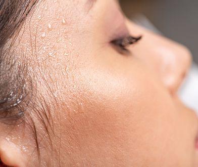 Letni problem wielu kobiet. Co zrobić z nadpotliwością twarzy?