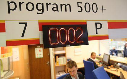 """W Polskę wyruszają """"500 busy"""" z informacjami o programie"""