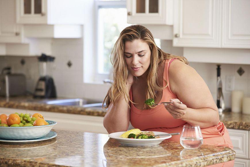 Nadprogramowe kilogramy wpływają na płodność