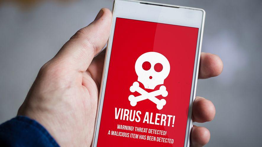 Wirus na smartfonie z depositphotos