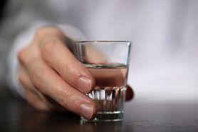 Detoks od alkoholu. Jak działa?